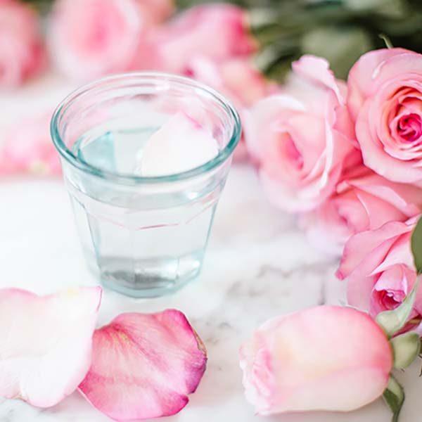انواع روش های جالب درمان جوش صورت با گلاب