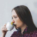 ۸ دمنوش گیاهی موثر برای درمان خلط گلو