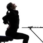 کمر درد هنگام نشستن , از علت تا درمان های خانگی