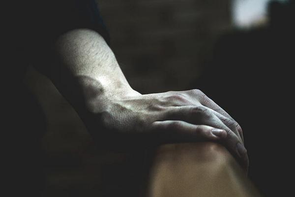 سندرم دست بیقرار چیست؟ علایم و روش درمان