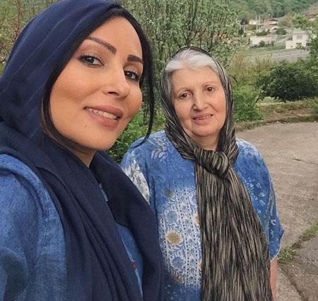 عکس بسیار زیبای پرستو صالحی و مادرش در یک فضای سبز