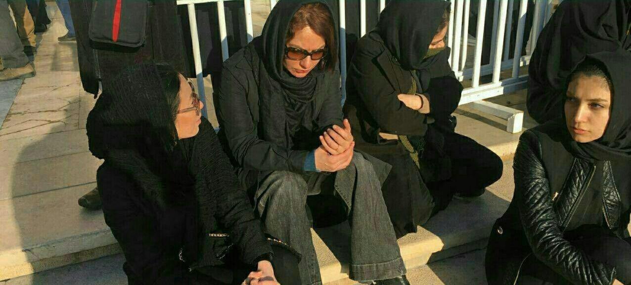 مهناز افشار در مراسم تشییع شهدای آتشنشان پلاسکو +تصاویر