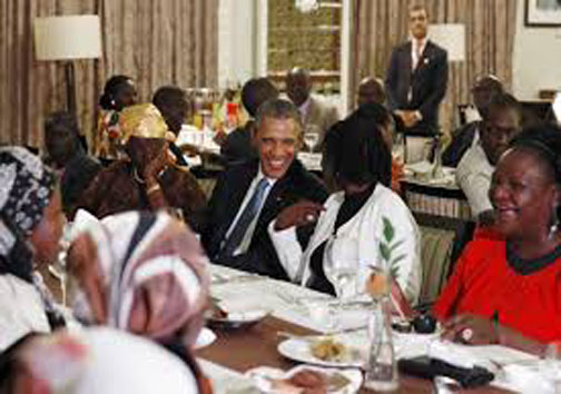رقص اوباما درکنیا +عکس
