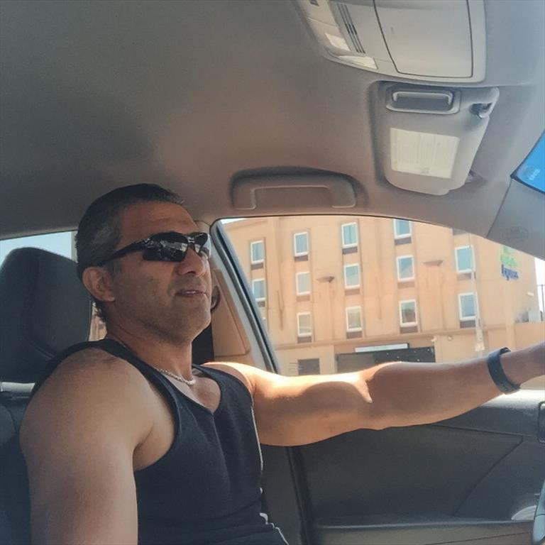تیپ عابدزاده، پشت رل ماشینش در آمریکا + عکس