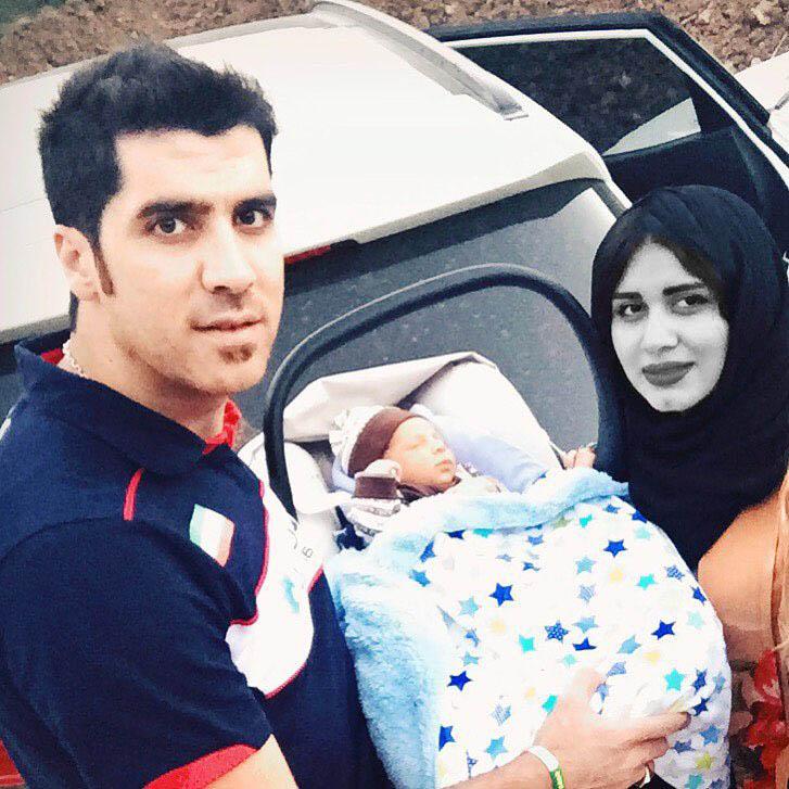 شهرام محمودی در کنار همسر و نوزاد نورسیده شان+عکس