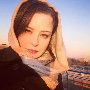 مهراوه شریفی نیا با چادر و عینک دودی در حرم امام رضا (ع) !