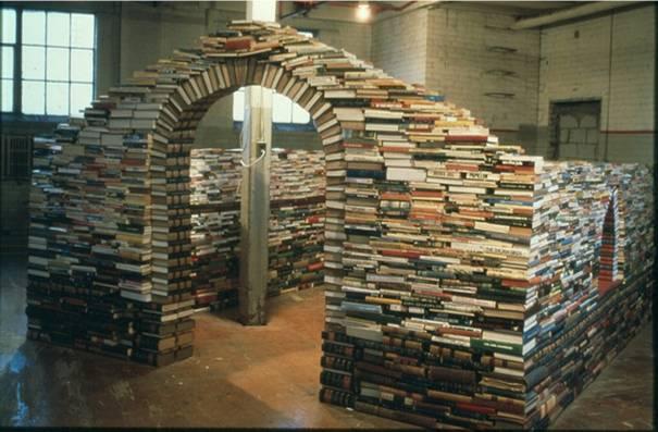 عکس : استفاده های متفاوت از کتاب