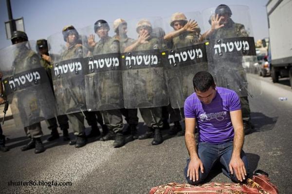 عکس : نماز دیدنی یک فلسطینی