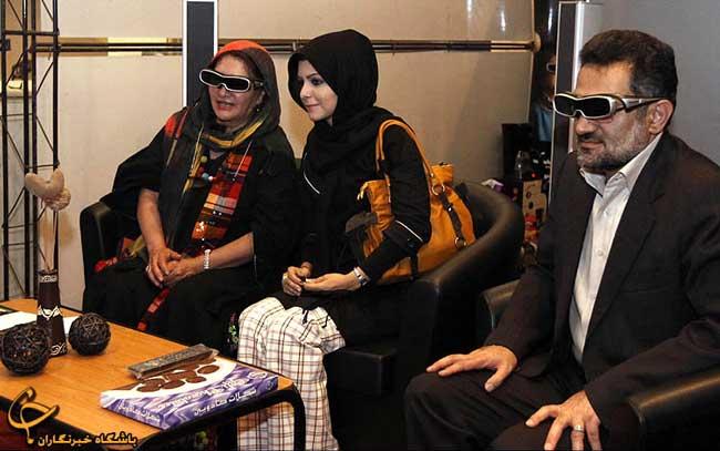 تصویر متفاوت وزیر ارشاد کنار خانم یوگا