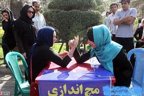 عکس:مسابقه مچ اندازی دختران در یکی از پارکهای تهران!