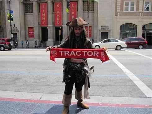 عکس:جانی دپ هم طرفدار تراکتورسازی است!