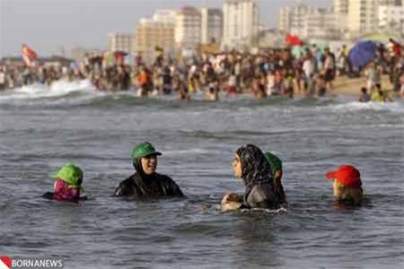 عکس: شنای زنان در سواحل غزه