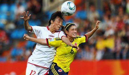 عکس:وقتی زنان فوتبالیست هد میزنند