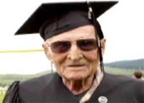 عکس:مردی که در 99 سالگی فارغ التحصیل شد مطلب