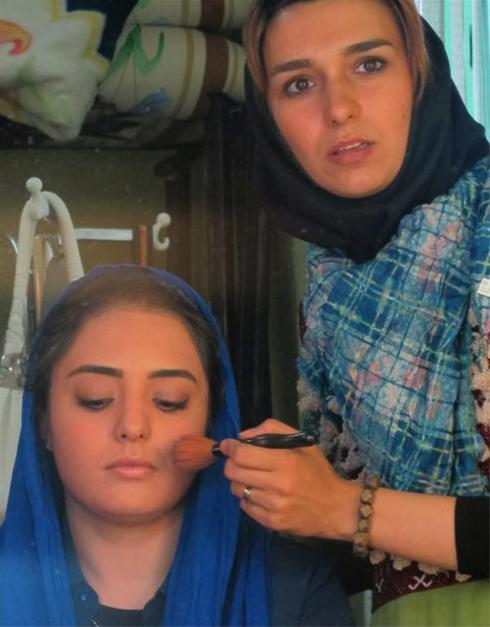 عکس: نرگس محمدی در حال گریم!!!
