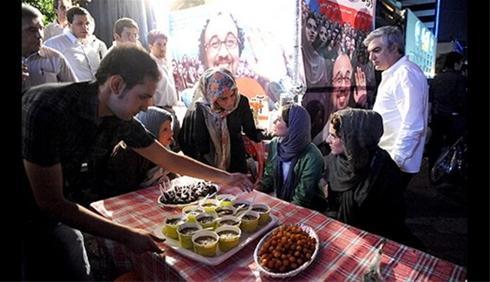 عکس:مراسم افطار با حضور پگاه آهنگرانی ، عطاران و ..