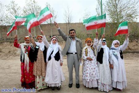 عکس:احمدی نژاد در شهرستان نیر