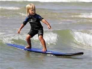 عکس:کم سن و سال ترین موج سوار دنیا!