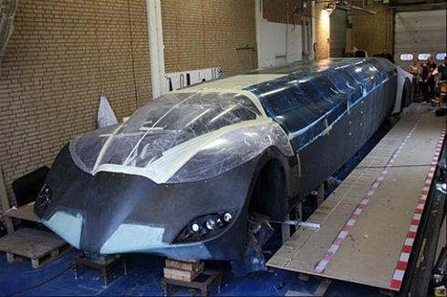 عکس:عجیب ترین ماشین دنیا : ۱۴ در  ۲۵۰ کیلومتر سرعت !