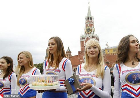 عکس: جشن تولد رئیس جمهور روسیه از سوی چند دختر جوان!
