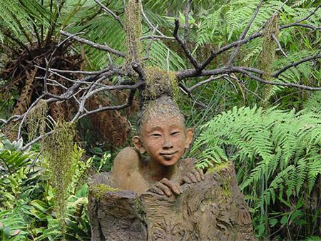 عکس های دیدنی از مجسمه های عجیب در جنگل