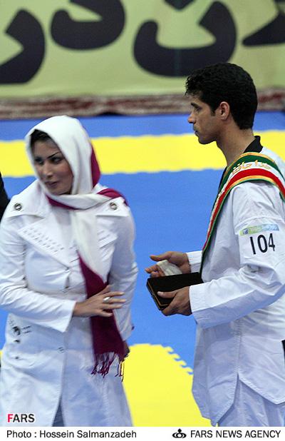 عکس : همسر هادی ساعی در مراسم خداحافظی