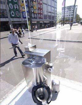 عکسی از یک توالت عمومی جالب