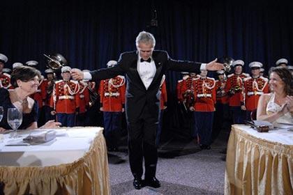 عکس:جرج بوش رهبر ارکستر می شود