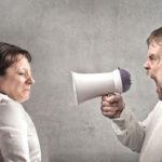 دلیل داد زدن چیست؟