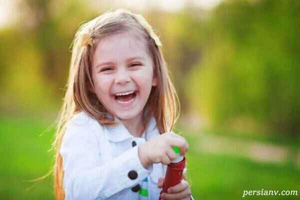والدین باید اصول شاد زیستن را به کودکانشان آموزش دهند