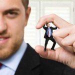 با همکار قلدر خود که ما را تحقیر می کند چگونه رفتار کنیم؟