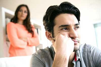 با همسر بد بین خود چگونه رفتار کنم؟