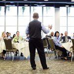 ۳۰ اقدام عملی و موثر برای کنترل اضطراب سخنرانی