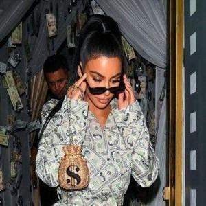 عکس های خنده دار ۴۵۴ | از لباس جدید کیم کارداشیان با دلار واقعی تا شامپو فالو آنفالوی کژدم!!!!