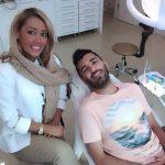محسن مسلمان در کنار خانم دکتر دندانپزشکش