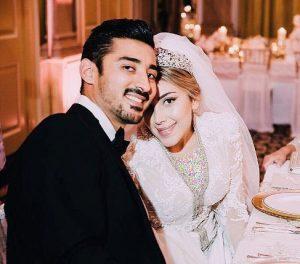 ژست رضا قوچان نژاد و همسرش در لباس عروس و داماد