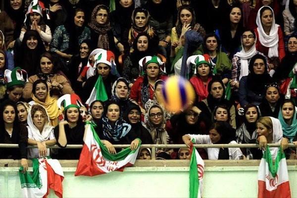 حضور زنان در ورزشگاه آزادي