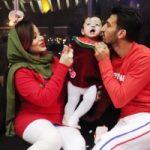 عکس های جدید حسین ماهینی با همسر و دخترش در شب یلدا
