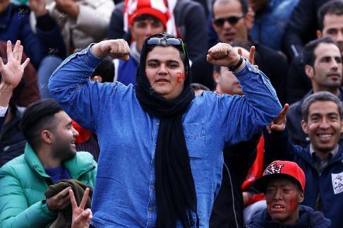 تماشاگر زن نما پرسپولیسی
