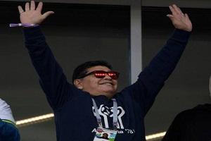 مارادونا در استودیوم جام جهانی قانون فیفا رازیر پا گذاشت!