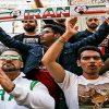 تجمع هواداران مقابل هتل بازیکنان تیم ملی ایران قبل از بازی با پرتغال!
