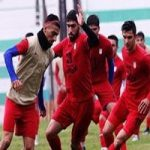 تصاویری از تمرین تیم ملی امید در کنار مرغ و خروس ها