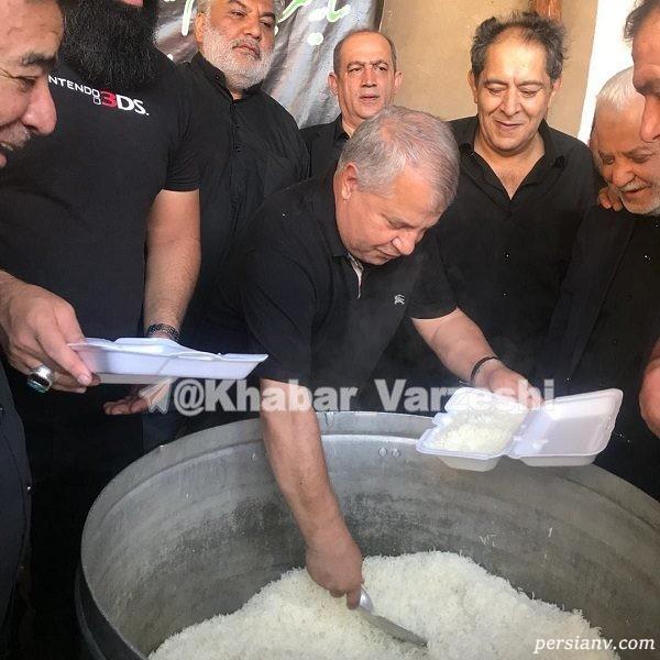 علی پروین با دیگ نذری