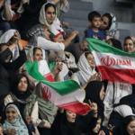 زنان تماشاگر فوتبال ایران تا ۹۹ منتظر بمانید !!!