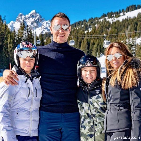 جان تری به همراه همسر و فرزندانش در پیست اسکی