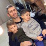 مجتبی جباری با پسرانش هرمان و ماهور به وقت تولد