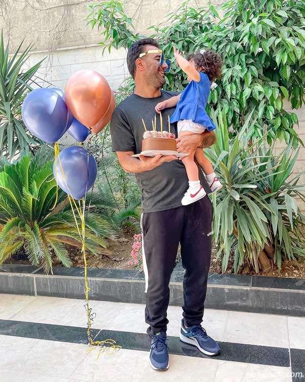 جشن تولد حنیف عمران زاده با تم آبی در کنار دخترش رز
