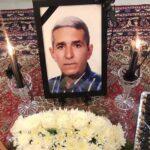 خاکسپاری پدر محسن مسلمان و تصویری تلخ از وی بر مزار پدرش