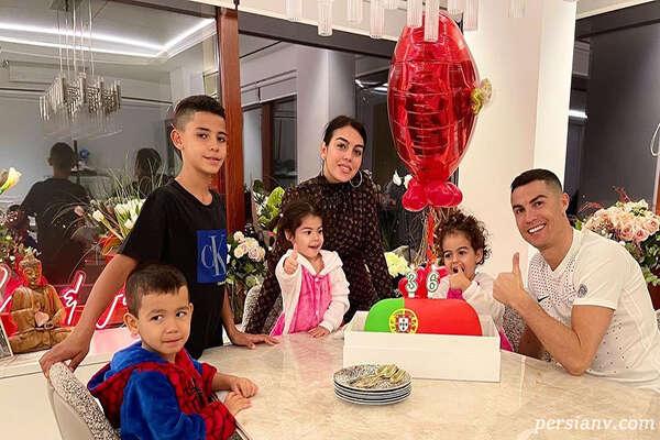 تعطیلات کریس رونالدو با خانواده اش در خانه ای مجلل روی آب