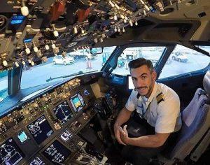 سلفی های شجاعانه یک خلبان ۳۱ ساله خبرساز شد +تصاویر
